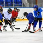 Как научить ребенка игре в хоккей?